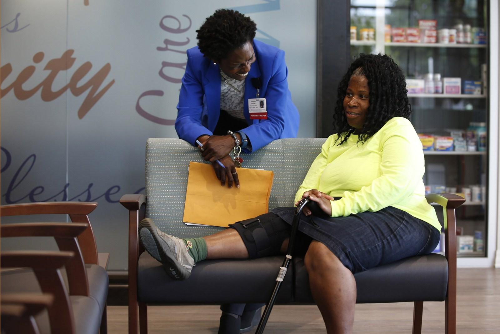 6444fb6177 Deirdra Jordan, seated, chats with St. Bernard executive Diahann Sinclair.  Jordan gets therapy for an injured knee. (Phil Velasquez/Chicago Tribune)
