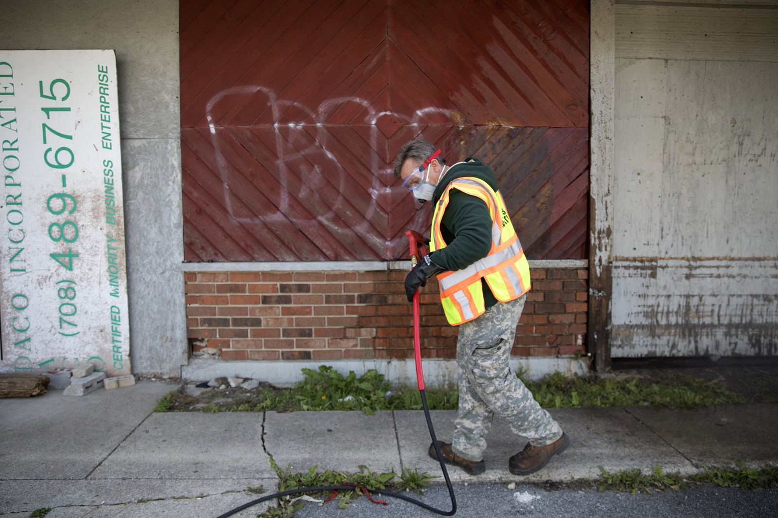 Chicago beefs up graffiti removal city
