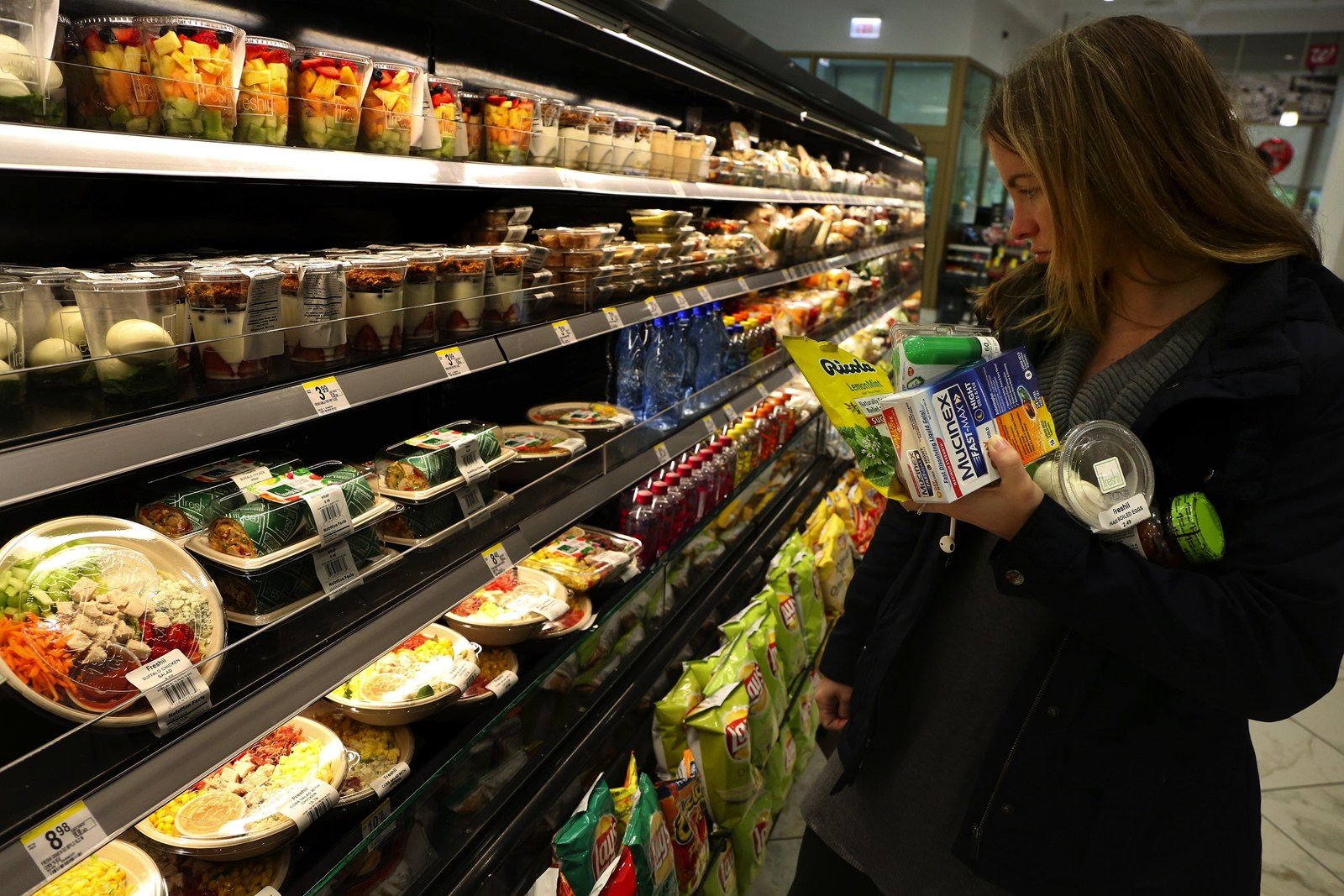 freshii expanding grab and go venues south southwest alexa mauer picks out food items at the freshii area in the wrigley building walgreens nancy stone chicago tribune