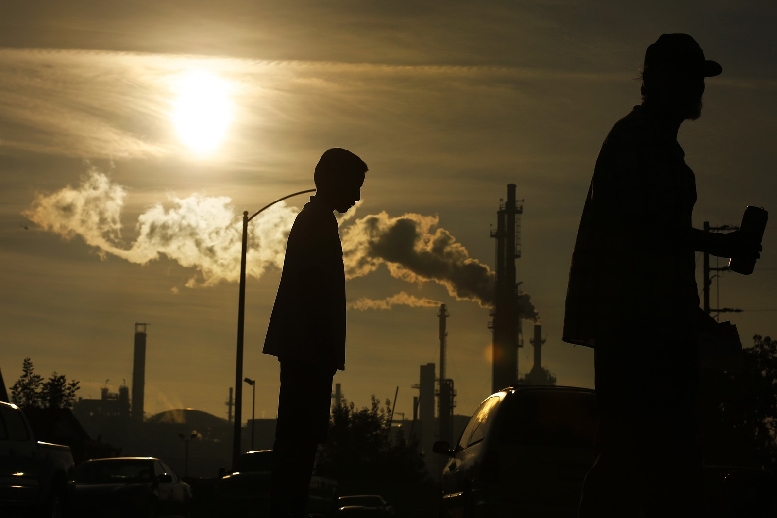 California's commitment to 100% renewable energy, enshrined in a new law, could motivate cities and states to make similar pledges at the summit in San Francisco this week. Above, the Phillips 66 refinery in Wilmington is seen from Emden Street in 2016. — Photograph: Rick Loomis/Los Angeles Times.
