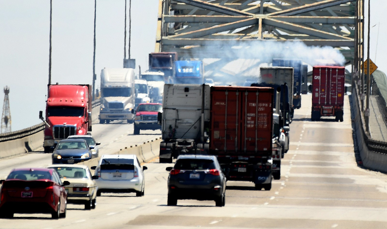 Lawmakers, including Republicans, and most of the trucking industry oppose plans to allow trucks that run on rebuilt diesel engines. — Photograph: Wally Skalij/Los Angeles Times.