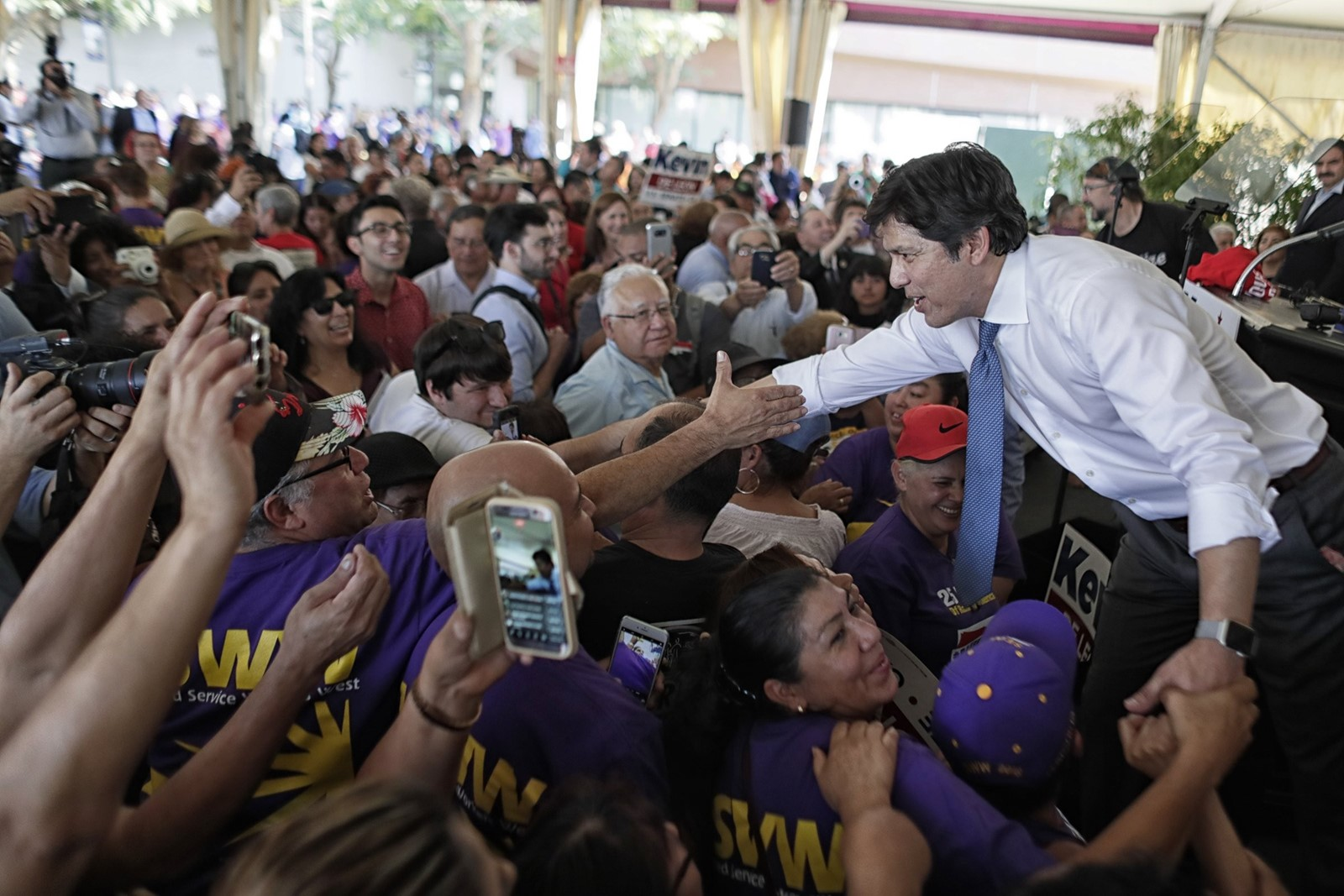 "Kevin de León, the state Senate leader, says, ""The Republican tax scam offers corporations and hedge fund managers massive tax breaks and expects California taxpayers to pick up the costs."" — Photograph: Robert Gauthier/The Los Angeles Times."