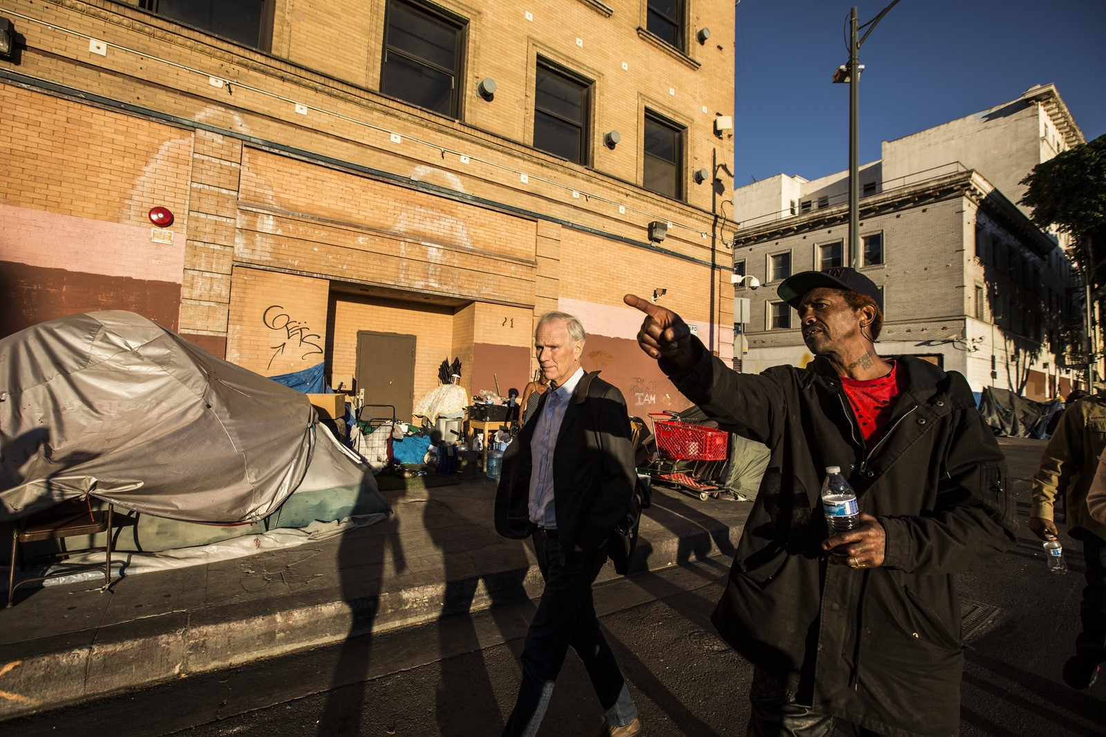 U.N. Rapporteur Philip Alston, left, visits L.A.'s skid row in December. He compared homeless conditions unfavorably with standards for Syria refugee camps. — Photograph: Maria Alejandra Cardona/Los Angeles Times.
