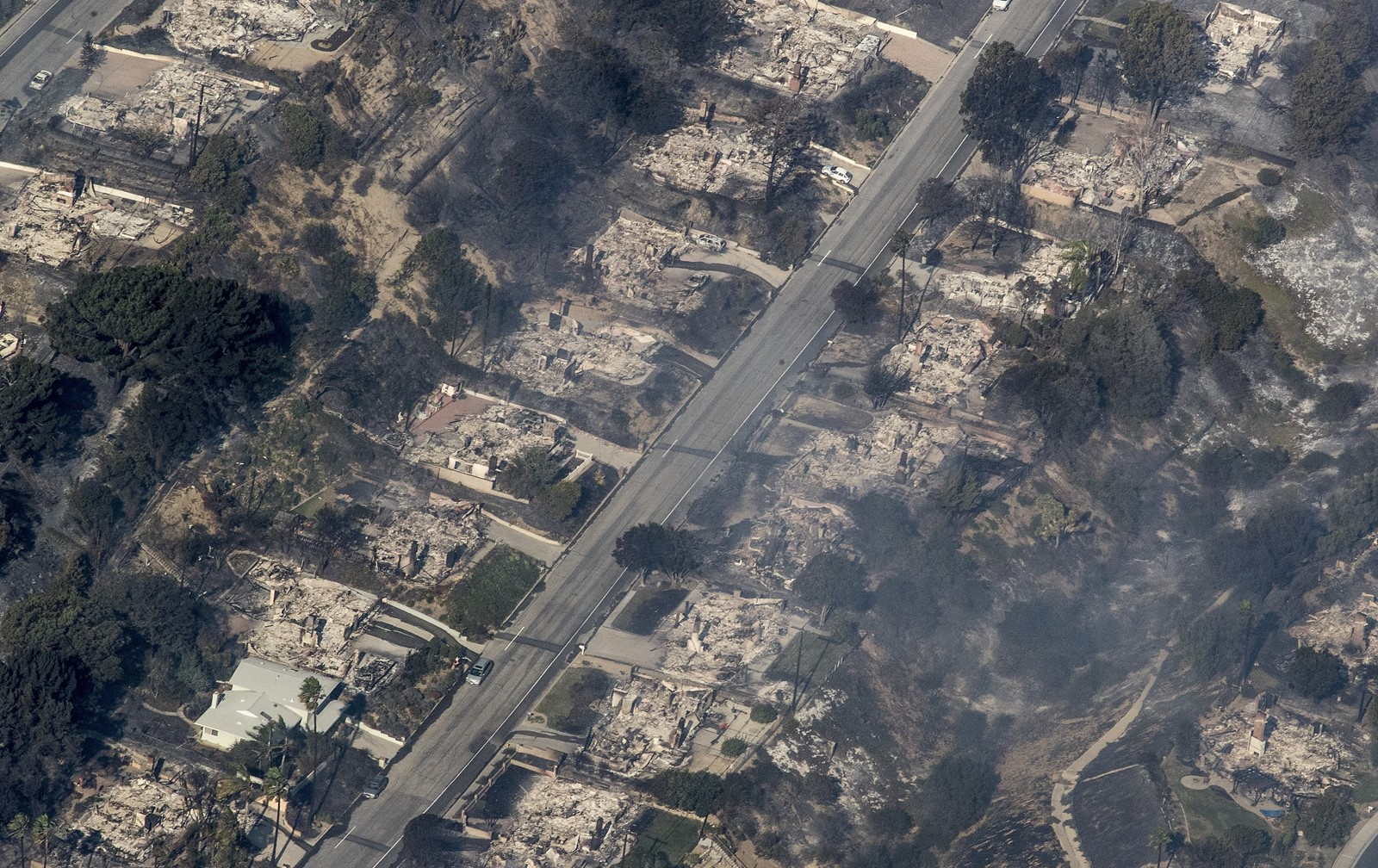 An aerial view of some of the 150 structures in Ventura County that were destroyed by the Thomas fire. Cal Fire officials said the number could grow by hundreds.<br /> — Photograph: Brian van der Brug/Los Angeles Times.