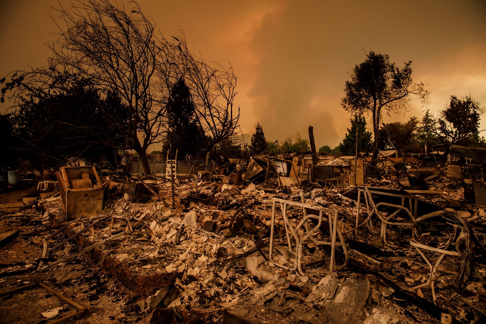 A wildfire destroyed homes in the Lake Keswick Estates neighborhood near Redding. Temperatures in Redding are expected to reach 110 degrees on Saturday. — Photograph: Marcus Yam/Los Angeles Times.
