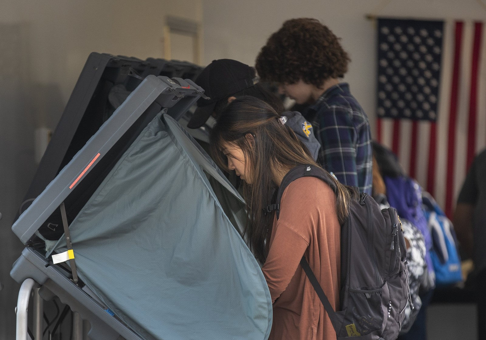 People cast ballots on Thursday at an early-voting center at UC Irvine, ahead of election day on Tuesday. — Photograph: Allen J. Schaben/Los Angeles Times.