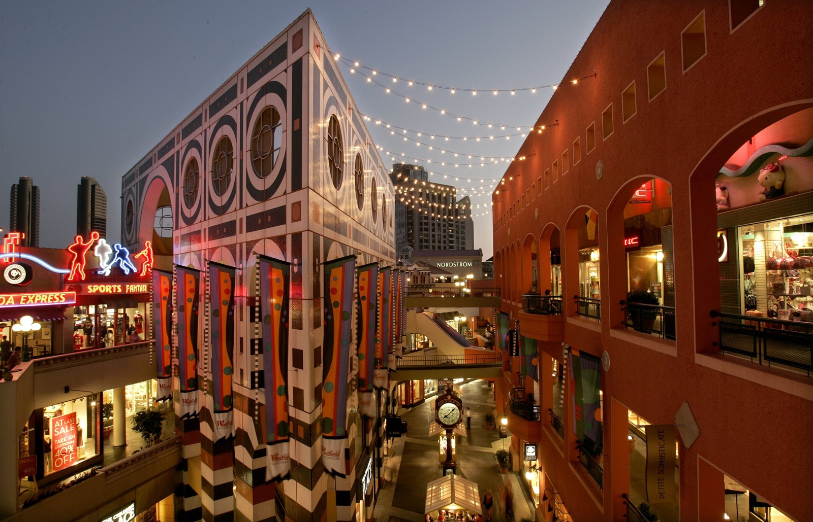 582c4065 A SHOPLIFTING ring targeted Horton Plaza, above, and other malls in San  Diego County and beyond for a decade, prosecutors say.